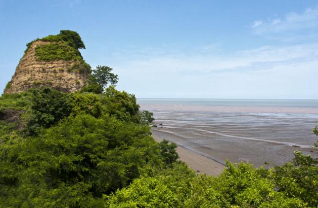 Emerald Coast beach in Ecuador
