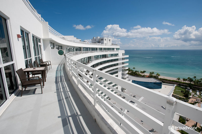 Fontainebleau, Miami, Florida I Room Service: 15 Hotels Around the World With Spectacular Views