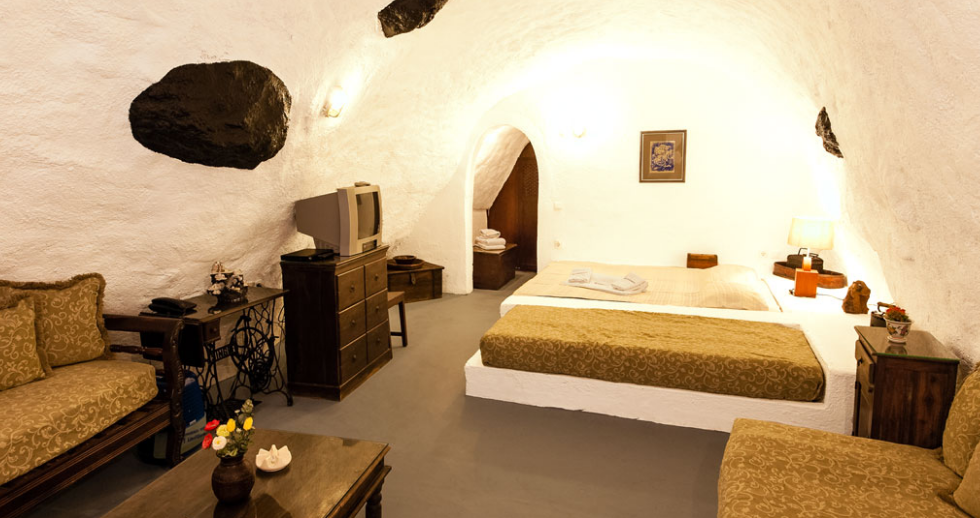 Alexander's Boutique Hotel, Santorini, Greece I 7 Cave Hotels to Get Cozy In This Fall