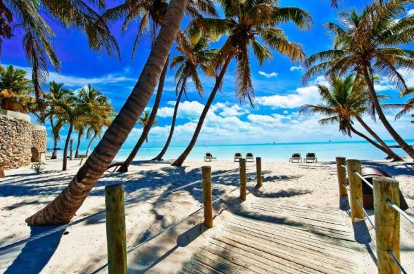 Rest Beach, Florida Keys I 5 Places to Find Tropical Turquoise Water Beaches - Without Leaving the United States I {un}covered