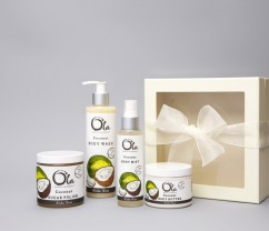Hawaiian Body Products Tropical Apothecary Ola Spa Deluxe Coconut Gift Set I Holiday Gift Guide: 25 Perfect Picks For the Beach Babe I {un}covered