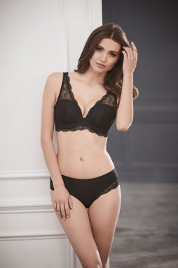 Perfect 10 Bra in Black by Le Mystére I One & Done: This is the Only Bra You Need to Pack on All of Your Summer Vacations