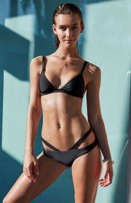 LA Hearts LUXE Seamless Fixed Triangle Bikini Top and Harness Skimpy Bikini Bottom in Black I 15 Trés Chic Little Black Bikinis Under $100 I {un}covered