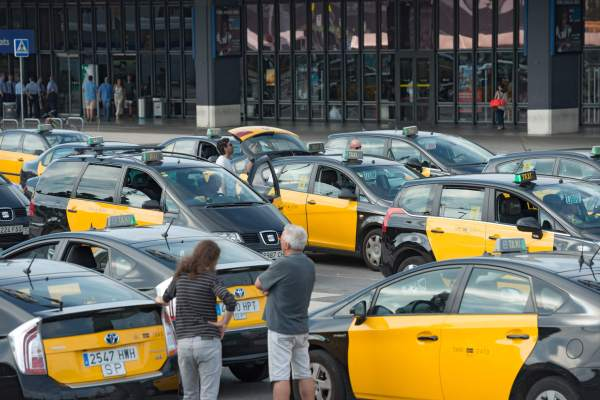 Barcelona Taxi Cab I Here's How Much You Will Pay For a Taxi Ride in 80 Cities Worldwide I The Wander Life