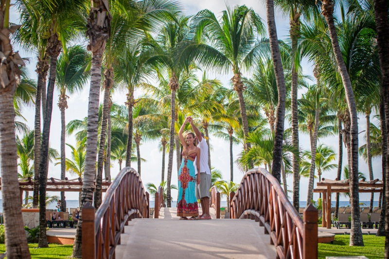 Lama Love Stories: Amanda & Mike in the Riviera Maya / @travelinglamas