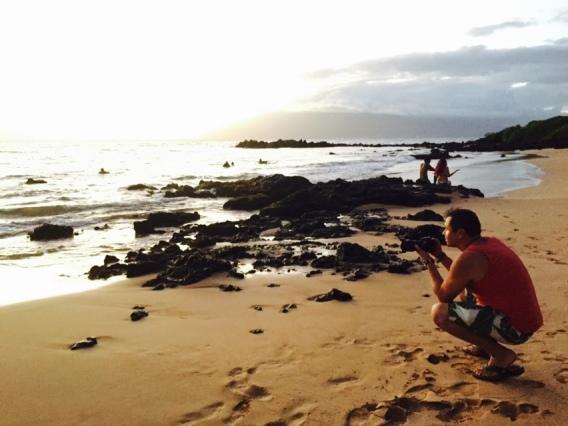 Getting the shot in beautiful Maui, Hawaii. Alberto Lama / @travelinglamas