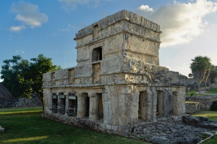 How to Visit The Tulum Mayan Ruins at Sunrise (And Have Them All to Yourself!) / Traveling Lamas / photo by@travelinglamas