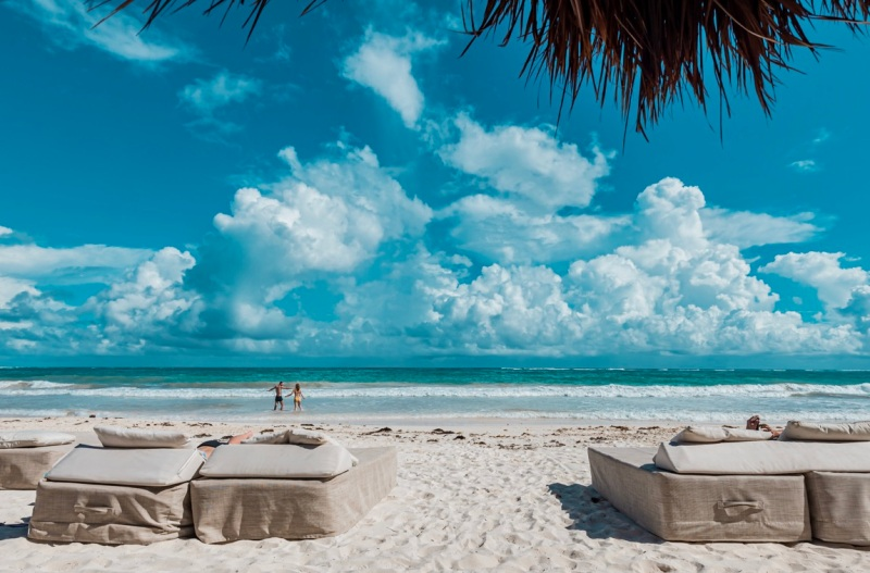 Your Ultimate Guide to Tulum's Best Beach Clubs in 2020 (Post-Lockdown) / TravelingLamas.com / Photo by @travelinglamas