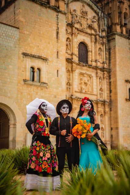 La Catrina: Mexico's Grande Dame of Death / Día de Muertos (Day of the Dead) Photoshoot by @travelinglamas / TravelingLamas.com