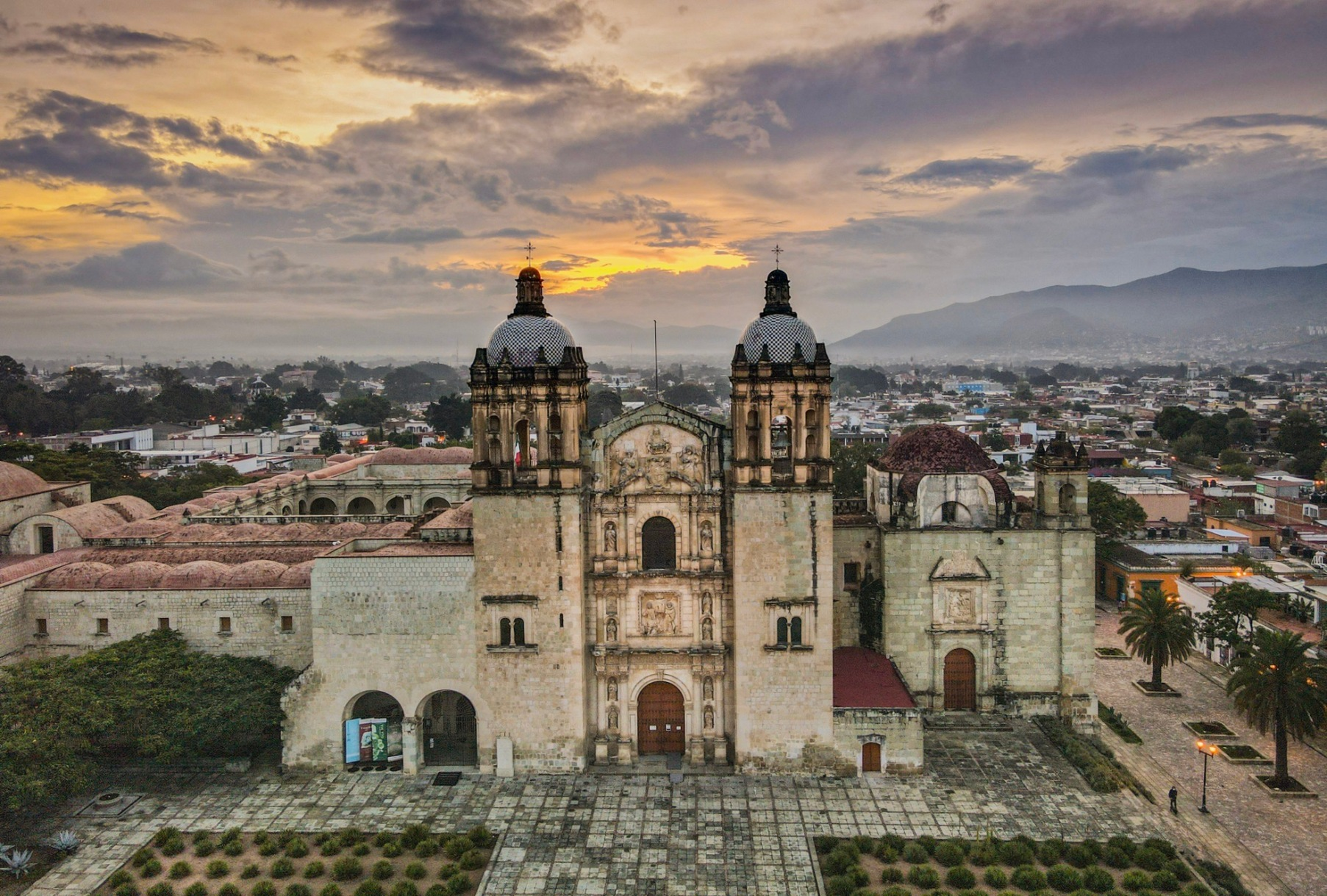 Best Things to Eat, See & Do NOW in Oaxaca City, Mexico (January 2021 / TravelingLamas.com / Photo by @travelinglamas