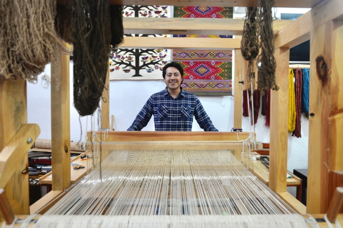 Best Things to Do, Eat & See NOW in Magical Oaxaca City, Mexico (January 2021 / Master Weaver Diego Montaño of Tierra Antigua in Teotitlan del Valle, Oaxaca / TravelingLamas.com / Photo by @travelinglamas