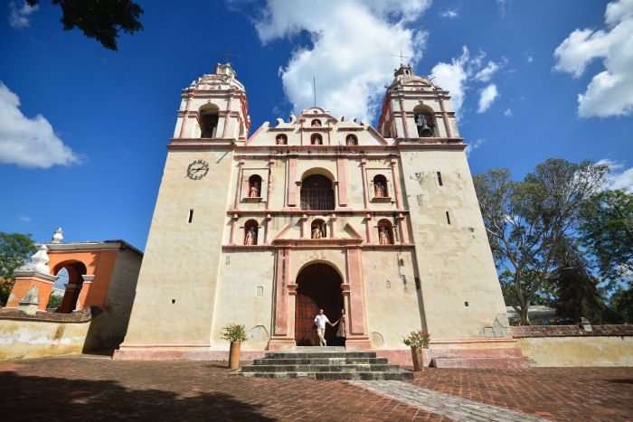 Best Things to Do, Eat & See NOW in Magical Oaxaca City, Mexico (January 2021 / Convento de San Jerónimo in Tlacochahuaya / TravelingLamas.com / Photo by @travelinglamas