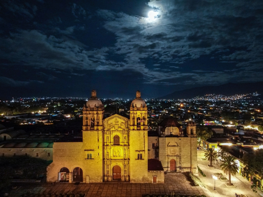 Best Things to Do, Eat & See NOW in Magical Oaxaca City, Mexico (January 2021 / Templo Santo Domingo in Historic Oaxaca Centro / TravelingLamas.com / Photo by @travelinglamas