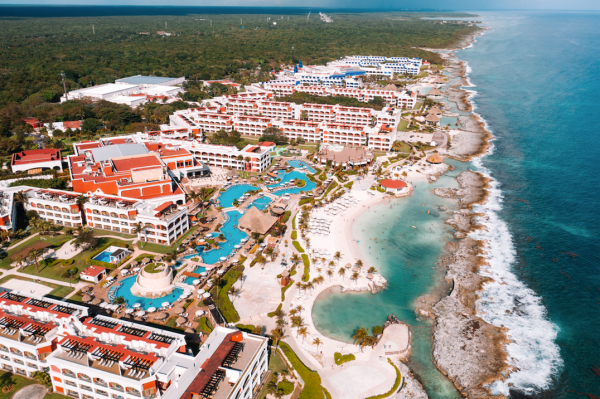 Best Mexican Hotels & Resorts Offering Free Covid Testing AND Quarantine Stays to American Travelers / Photo courtesy of Hard Rock Hotels Riviera Maya