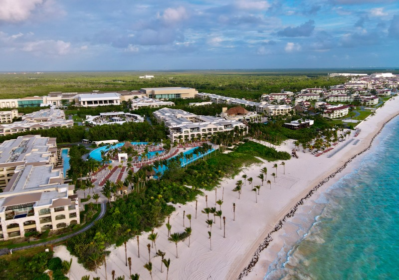 Best Mexican Hotels & Resorts Offering Free Covid Testing AND Quarantine Stays to American Travelers / The Grand at Moon Palace Cancun / Photo by @travelinglamas