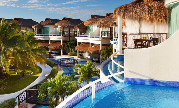 Best Mexican Hotels & Resorts Offering Free Covid Testing AND Quarantine Stays to American Travelers / Photo courtesy of Karisma Hotels & Resorts: El Dorado Casitas Royale