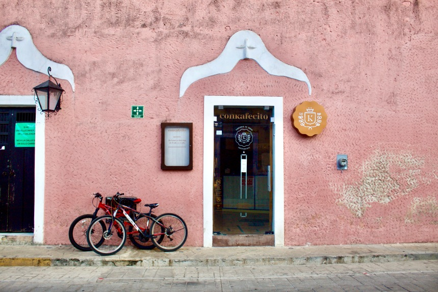 Everything You Need to Know About Visiting Bohemian Valladolid, Yucatán: a 2021 Travel Guide / ConKafecito Coffee Shop / The Lama List / Photo by TheLamaList.com & @travelinglamas